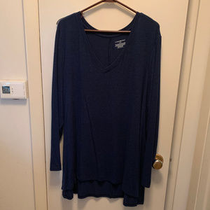 Long sleeve sweater.